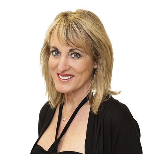 Sandra, Hair Artist